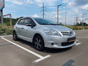 Toyota Auris 2010 рік