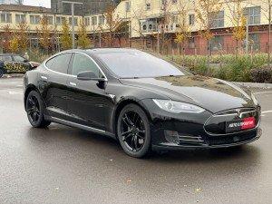 Tesla Model S 2015 рік